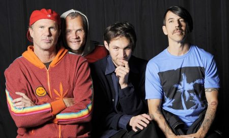 Red Hot Chili Peppers vende seu catálogo